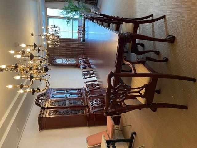 大使公邸の椅子張替えとテーブル塗装